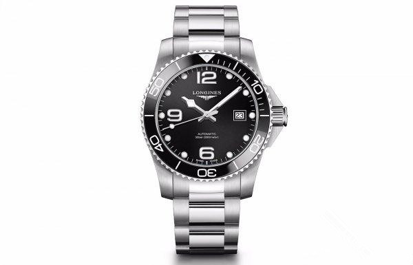 With large time scales, the black replica watches are clearer.
