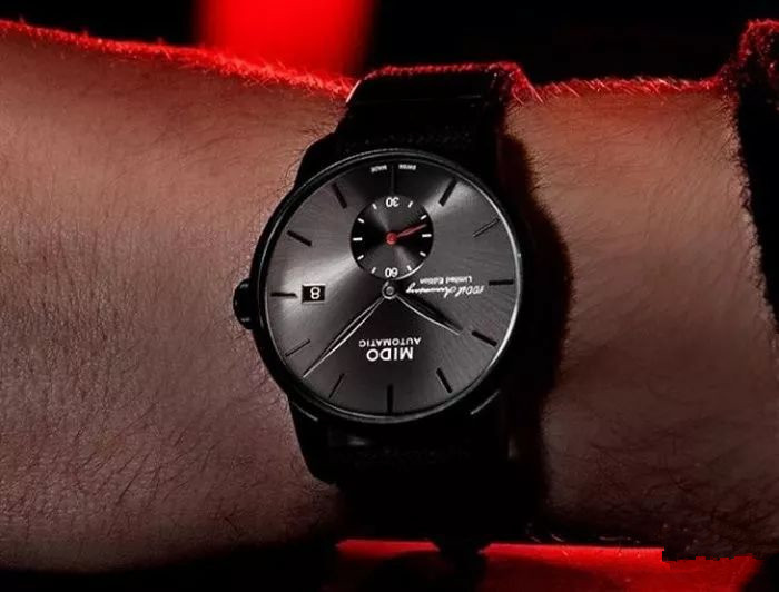 Low-file fake watches are fitful for men.