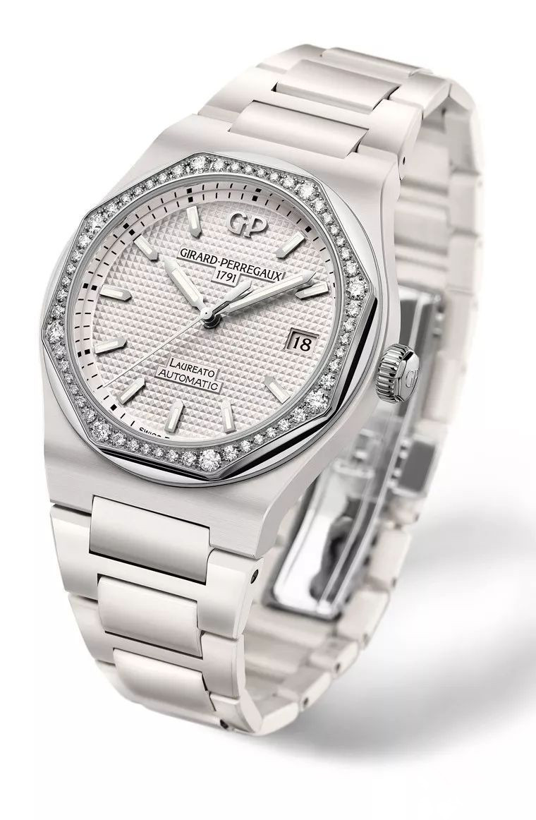 Girard-Perregaux Laureato copy watches with white ceramic cases are for ladies.