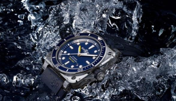 Blue dials replica watches can remind us of charming ocean.