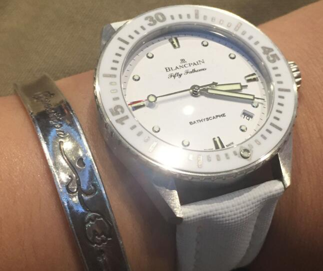 Best-selling knock-off watches ensure purity with white color.