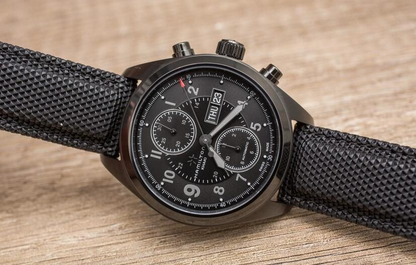 Swiss knock-off watch online presents perfect arrangement for the time.