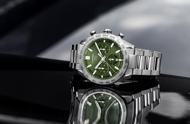 The stainless steel replica watch has green dial.